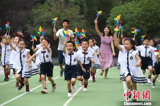 毕业照记录幼儿在幼儿园的真实生活. 赵春亮 摄